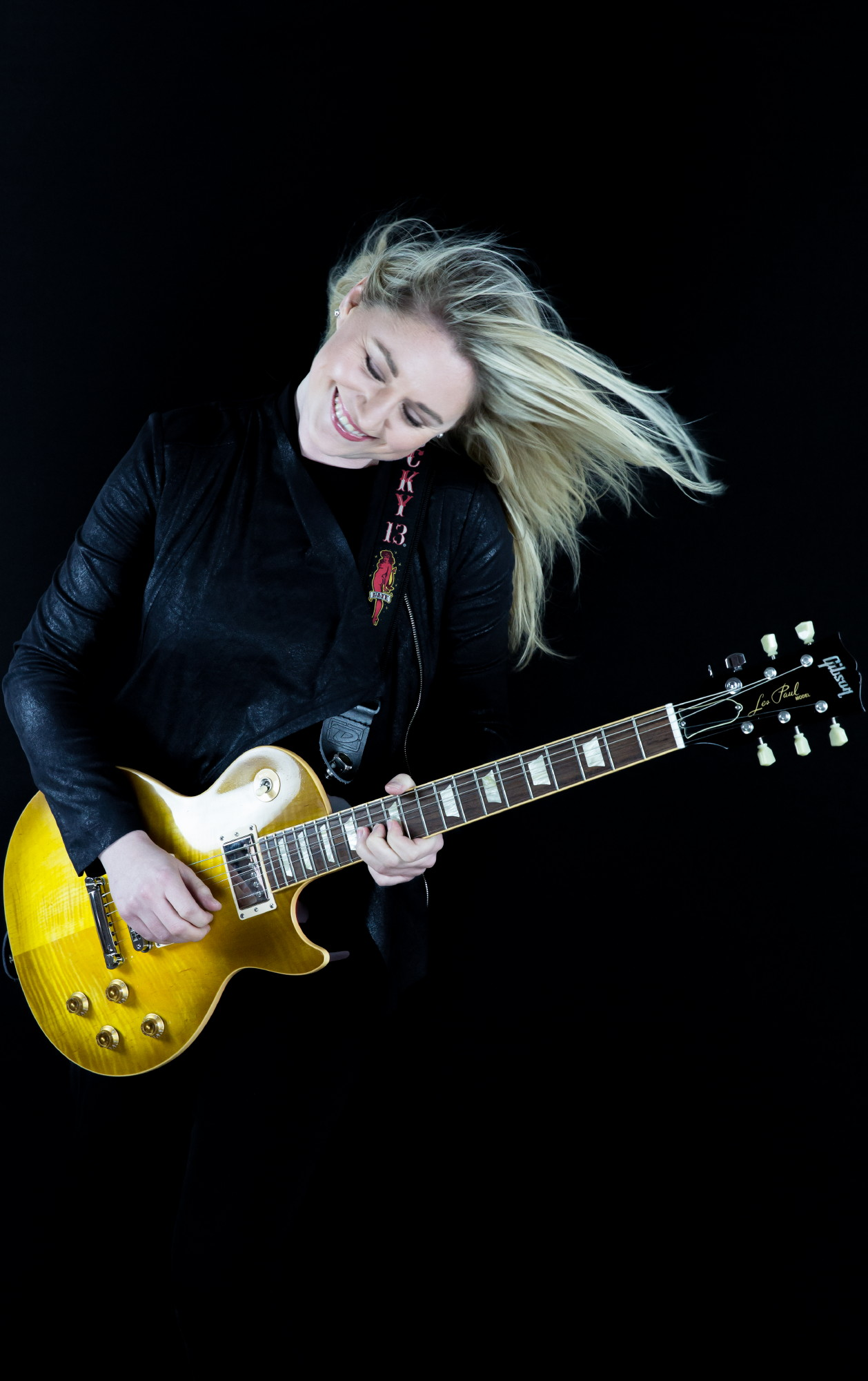 Joanne Shaw Taylor playing guitar