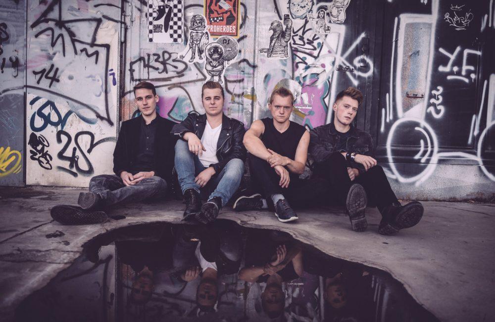 """Interview mit The Backyard Band über ihr neues Album """"Dry ..."""