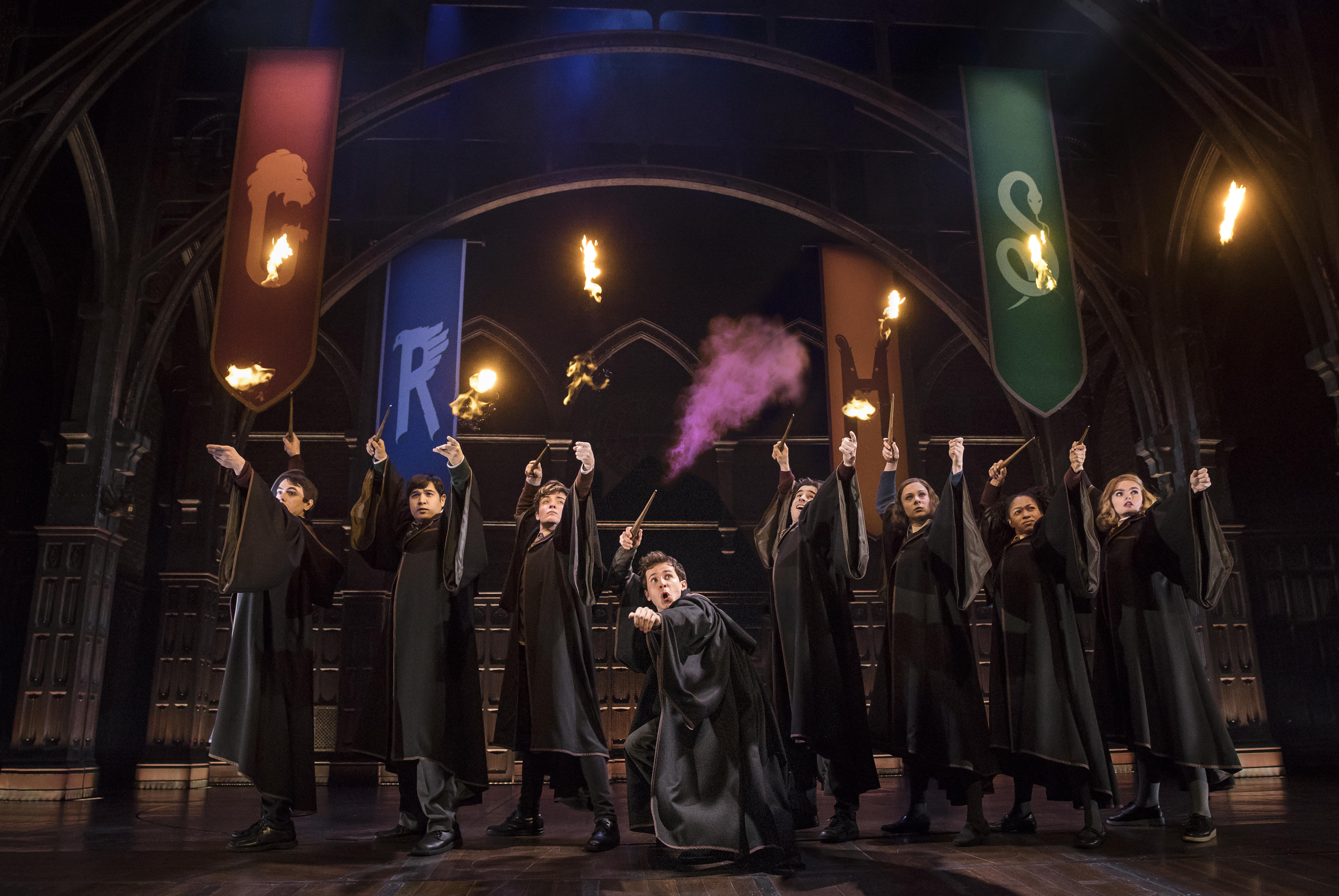 Hamburg Ist Das Neue Hogwarts Harry Potter Und Das Verwunschene Kind Feiert Im Marz Premiere Minutenmusik