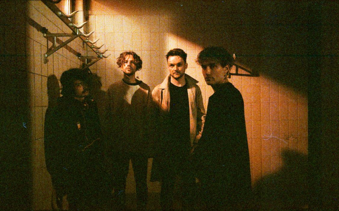 """Interview: Die Blackout Problems gehen mit """"Dark"""" große Schritte in Richtung Electronica. Jonas sprach mit Schlagzeuger Michael Dreilich."""