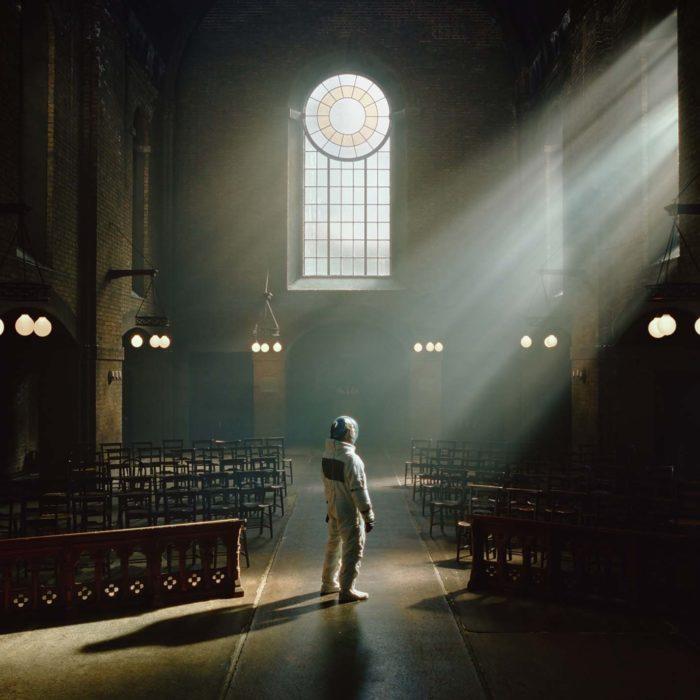 Review: Autorin Lucie sieht in der Soundentwicklung des neuen Architects-Albums einen ganz klaren Trend rein in die Arenen.
